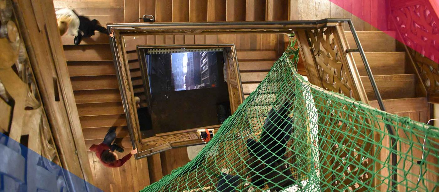 Slider Freiwilligendienst RLP: Treppenhaus aus Holz beim FSJ Kultur